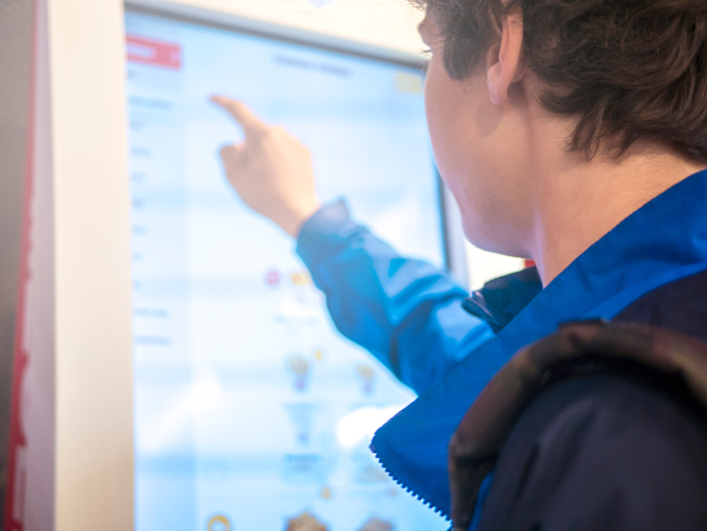 The Digital Signage system in campus environments 6