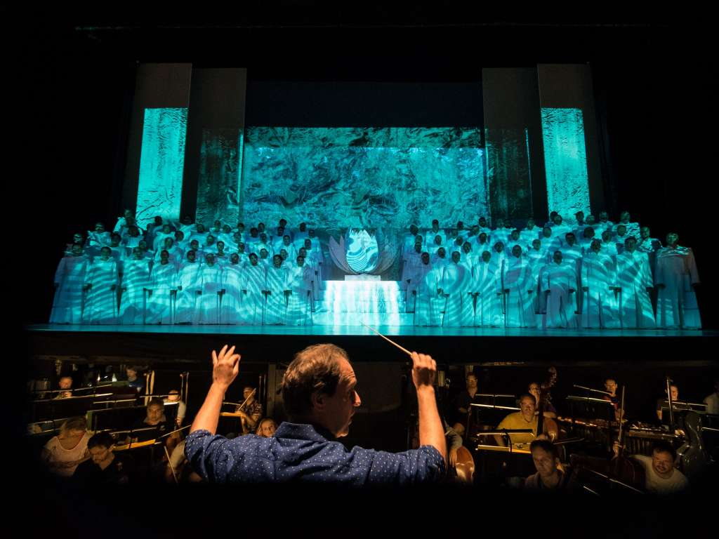 Tulle projection screen interwoven with silver - Carmina Burana in the Erkel Theatre